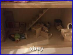 Beautiful Large Wooden Dolls House, 6 Rooms completly furnished