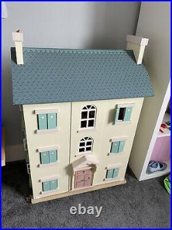 La You Van Wooden Doll House + Furniture