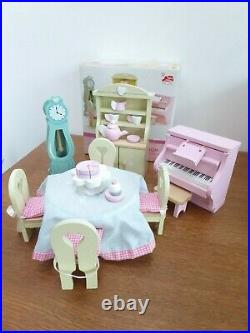Le Toy Van Mayberry Manor Wooden Dolls House (H118) plus 4 x Furniture Sets