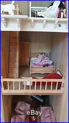 Stunning Vintage Victorian Wooden Dollhouse complete with furniture and 5 dolls